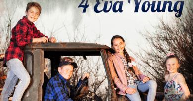 4 eva young ek is 'n kind plectrum feature
